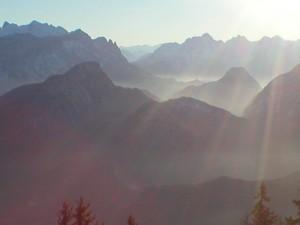 Lichtdurchflutete Berge